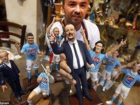 Vừa đến Napoli, Benitez đã được tạc tượng