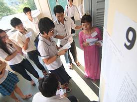 Nhiều thí sinh đi muộn, quên giấy tờ ở môn tốt nghiệp đầu tiên