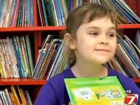 Bé gái 5 tuổi đọc hết 875 cuốn sách trong 1 năm