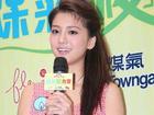 Bạn gái Lâm Phong xinh tươi đi gói bánh chưng