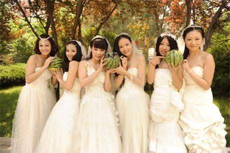 Nữ sinh hóa cô dâu xinh đẹp trong ngày tốt nghiệp