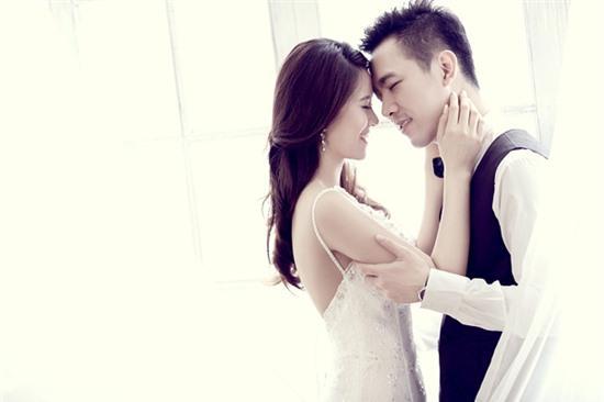 """Là người kín tiếng trong chuyện tình cảm, khi sắp đến ngày """"theo chàng về dinh"""", Hoa hậu Biển Vân Anh mới chịu tiết lộ danh tính của vị hôn phu"""