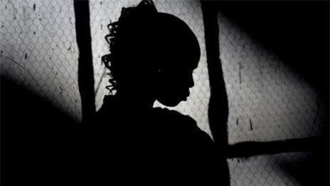 Thiếu niên tuổi teen hãm hiếp em bé 4 tuổi đến ngất xỉu