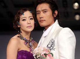 Kim Hee Sun trình diễn váy cưới của Andre Kim bên cạnh mỹ nam Hàn
