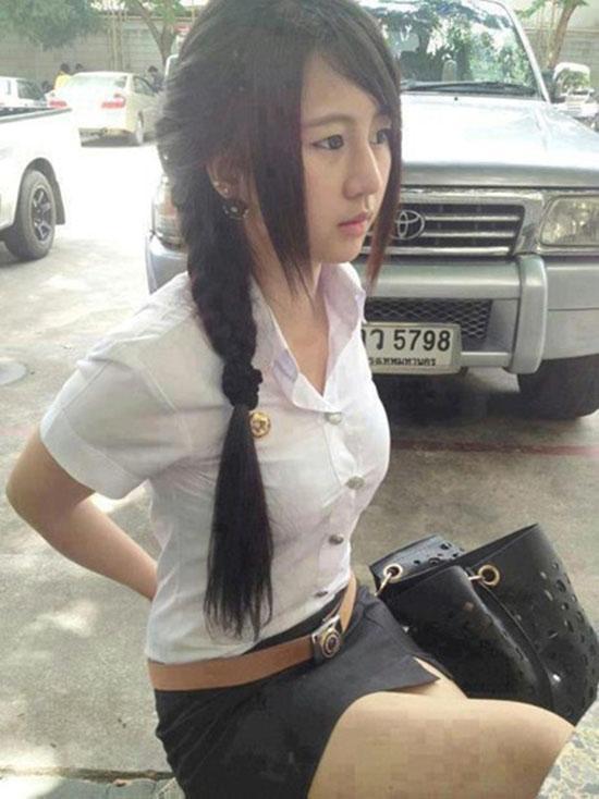 'Khó đỡ' váy ngắn sexy của nữ sinh Thái
