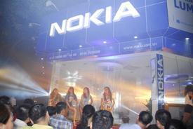 """""""Tiệc công nghệ"""" đa sắc màu tại FPT - Nokia Store"""