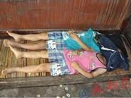 Nghịch ngợm, hai cháu trai bị bà nội trói vào cột đến chết