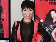 Huỳnh Anh đưa bạn gái đi xem phim - Trà My Idol khoe vòng 1 lấp ló