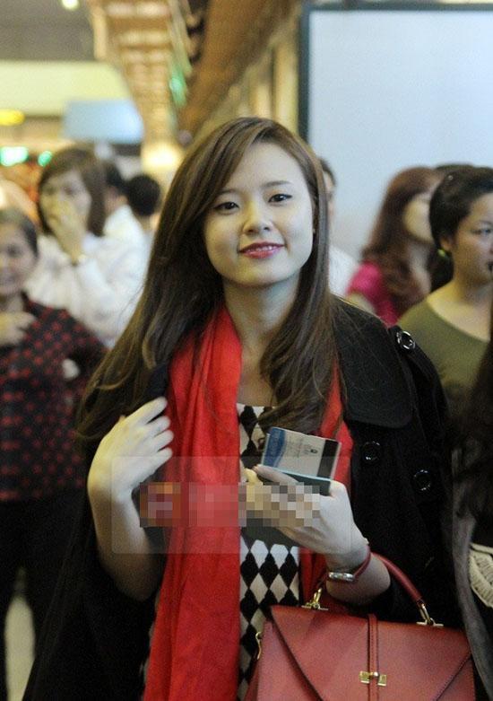 Xã hội - 'Tăm tia' khuyết điểm ngoại hình của hot girl Việt (Hình 17).