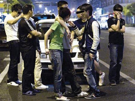 """Thanh niên Trung Quốc điên cuồng chạy theo mốt """"đọ bố"""""""
