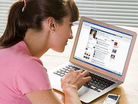 """6 điều bạn làm trên Facebook dễ """"mất điểm"""" khi mới quen chàng"""
