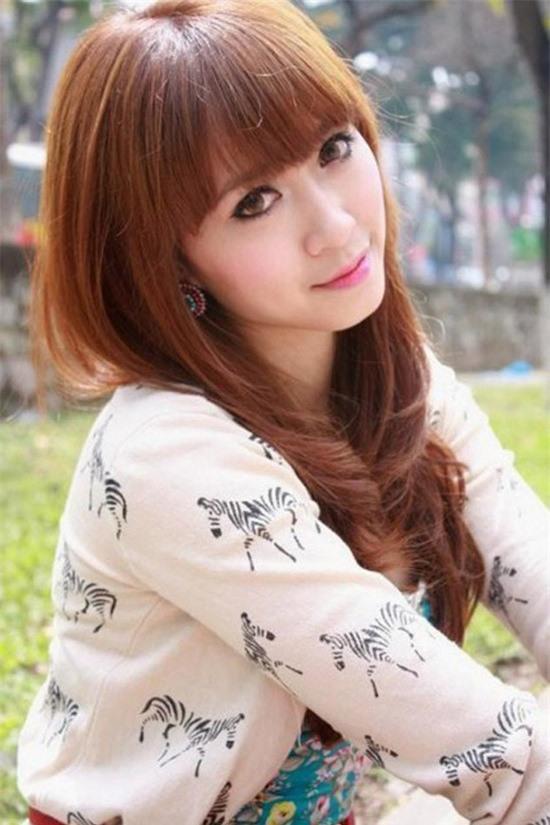Hà Holly sinh năm 1988 là một cái tên rất nổi bật trong làng thể dục nghệ  thuật Việt Nam.