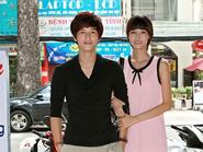 Hotboy Huỳnh Anh 'tay trong tay' với người tình mới