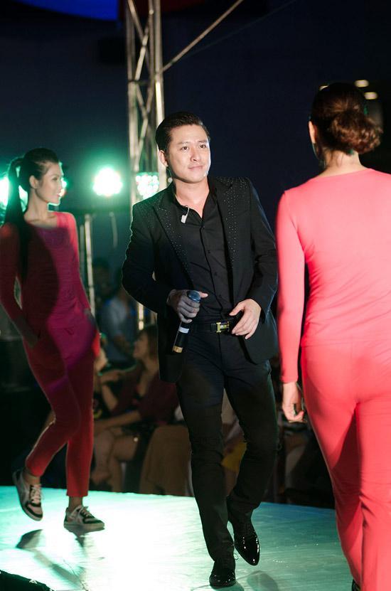 Tuấn Hưng, Yanbi hát cho Hotgirl diễn thời trang