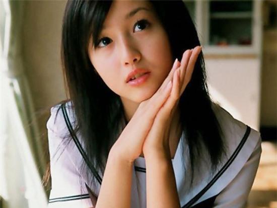 Sawajiri Erika - một người đẹp đa tài của Nhật Bản cũng đã khiến bao trái  tim nam giới liêu xiêu khi xuất hiện trong tạo hình đồng phục thủy thủ.