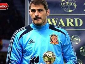 """Casillas mếu máo nhận giải """"Thủ môn hay nhất 2012"""""""