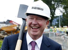 """Từ nhiệm tại Old Trafford, Sir Alex """"hành nghề""""... đào đất"""