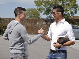 Bale và C. Ronaldo 'đọ' thời trang hàng hiệu