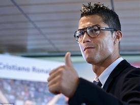 """Sở thích đeo kính kiểu """"trí thức"""" của sao bóng đá"""