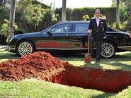 Tỷ phú Brazil chôn siêu xe hơn 10 tỷ