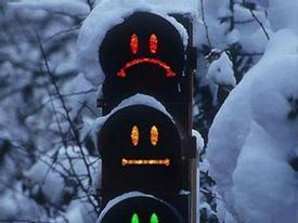 'Nhí nhố' cùng những cột đèn giao thông