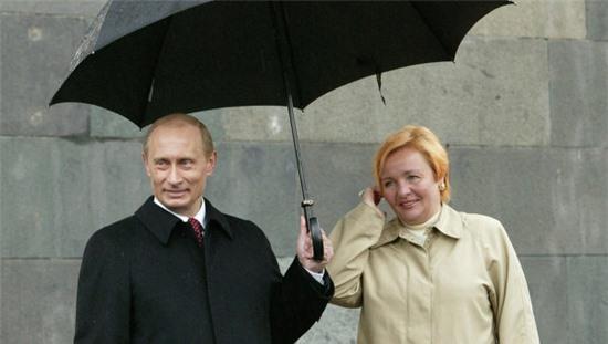 Tổng thống Putin và vợ cũ thời còn mặn nồng.