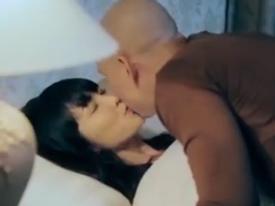 Đã có vợ, Phan Đình Tùng vẫn đắm đuối hôn Kim Hiền