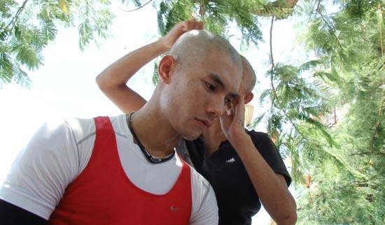 Cuộc đua kỳ thú 2013: Linh Chi cạo trọc đầu, Hari Won muốn bỏ cuộc chơi