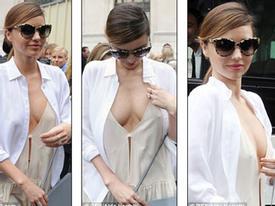 Miranda Kerr khoe ngực 'mát mẻ' tại Pháp