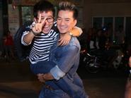 Mr Đàm bế bổng Phương Uyên như 'em bé' trong tiệc sinh nhật