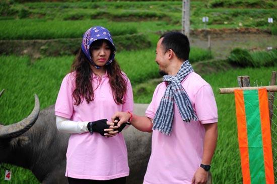 Cuộc đua kỳ thú 2013: Hari Won lần đầu đi bắt lợn, Linh Chi khoe đầu trọc lấm lem