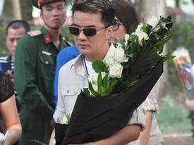 Người dân xếp hàng dài vào tưởng niệm Đại tướng