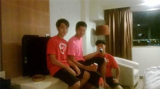 Các cầu thủ U19 Việt Nam thăm thú Hà Nội 1