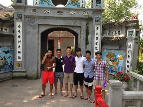 Các cầu thủ U19 Việt Nam thăm thú Hà Nội 4