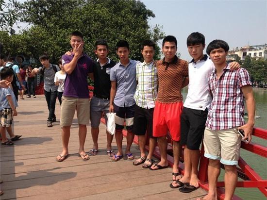 Các cầu thủ U19 Việt Nam thăm thú Hà Nội 5