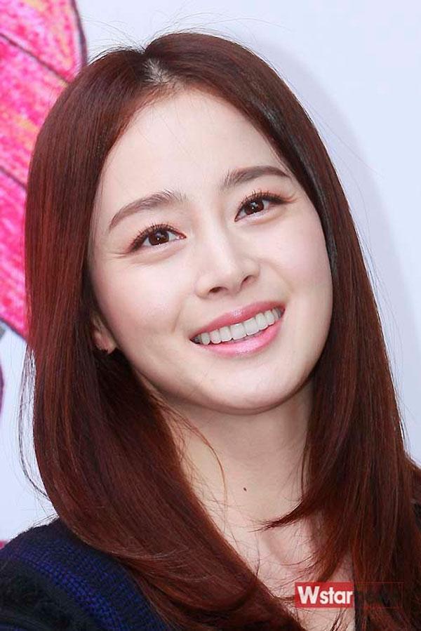 Kim Tae Hee lộ nếp nhăn trên mắt - Taeyeon cười tít mắt vì sao nhí hôn Kim Tae Hee lộ nếp nhăn trên mắt - Taeyeon cười tít mắt vì sao nhí hôn