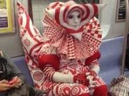 Phì cười phong cách thời trang trên tàu điện ngầm