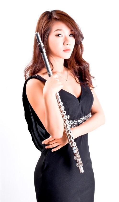 Cô gái Việt thổi Flute đánh bại 78 đối thủ Trung Quốc