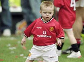 Brooklyn Beckham ghi bàn ở Old Trafford lúc hai tuổi