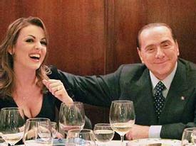 Chủ tịch Milan bí mật cưới vợ trẻ