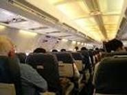 Khách nam 'giải quyết nỗi buồn' vào khách nữ trên máy bay