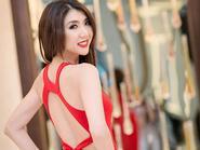 Ngắm Ngọc Quyên khoe eo 'con kiến' với đầm đỏ
