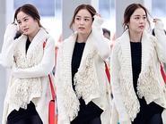 Thời trang sân bay giản dị mà rạng ngời của Kim Tae Hee
