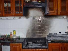 Lửa bốc cháy dữ dội khi bật bếp gas nấu ăn