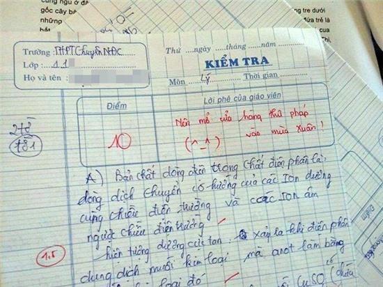 Thầy giáo có lời phê xì tin được trò gọi là 'Super Nhân'