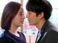 Secret kết thúc với nụ hôn kiểu Pháp của Ji Sung và Hwang Jung Eum
