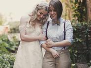 Bộ ảnh cưới của cặp đồng tính nữ gây sốt Internet