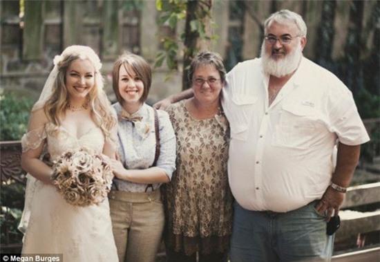 Bộ ảnh cưới của cặp đồng tính nữ gây sốt Internet 11