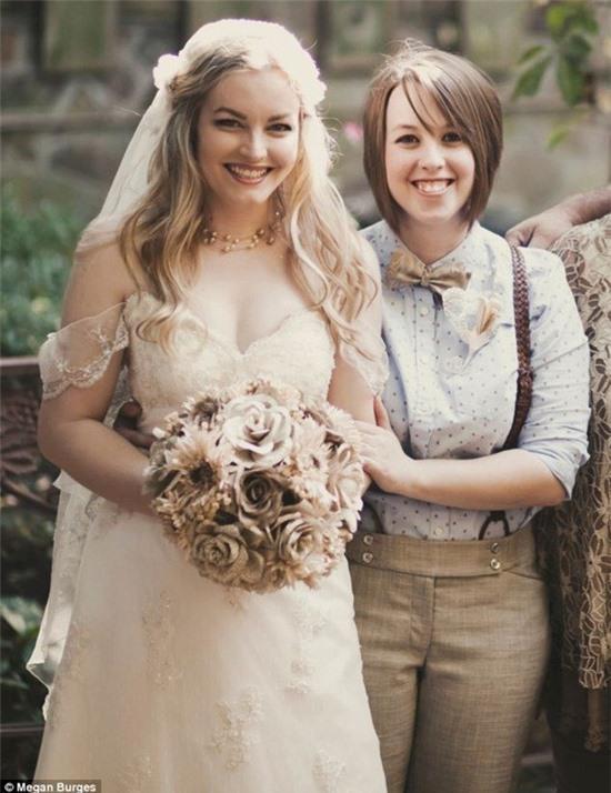 Bộ ảnh cưới của cặp đồng tính nữ gây sốt Internet 12