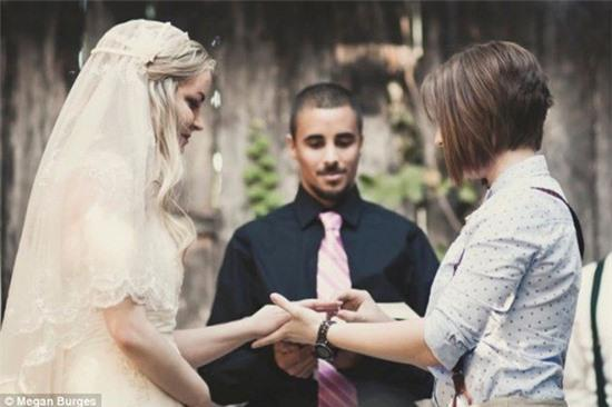 Bộ ảnh cưới của cặp đồng tính nữ gây sốt Internet 13